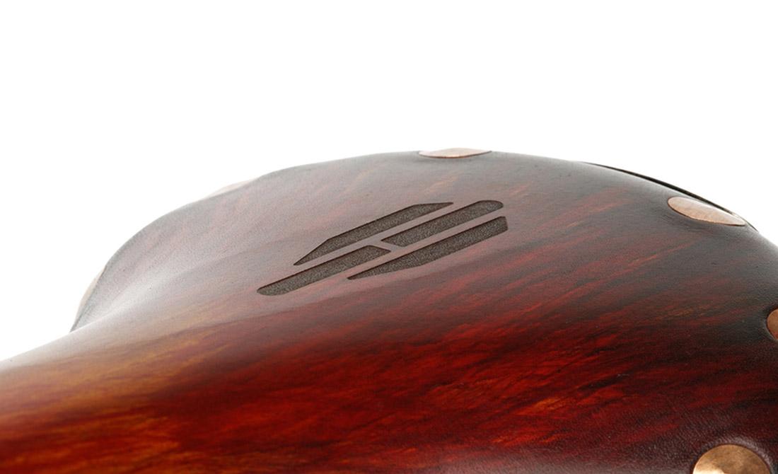 gravure-laser-cuir-brooks-wecut-10